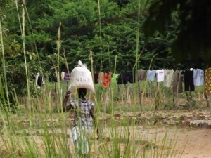 Carrying food aid back home